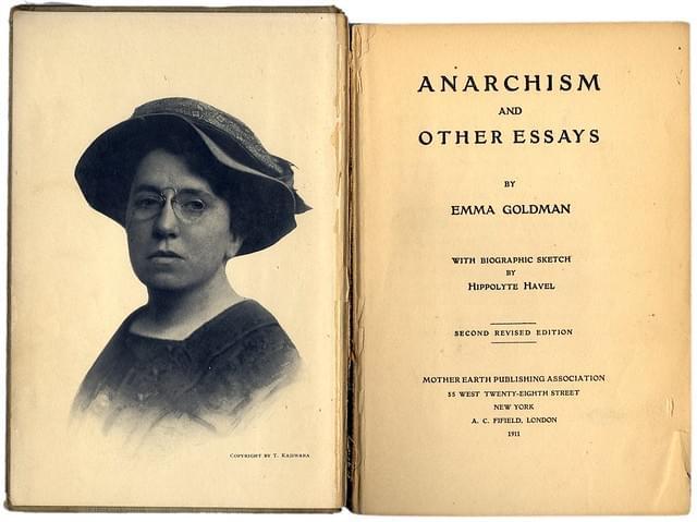 Разворот книги Эммы Гольдман «Анархизм идругие сочинения»