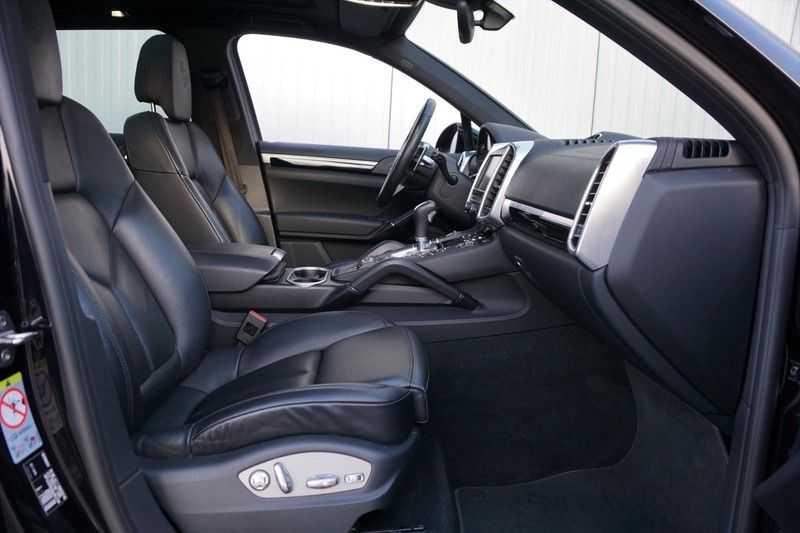 Porsche Cayenne 3.0 S E-Hybrid / Sport Chrono / Panodak / Trekhaak / Bose / Luchtvering / Sportstoelen afbeelding 6