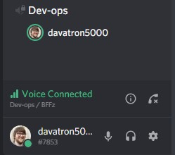 Discord chat controls are separate from chat room, user avatar highlights green when speaking