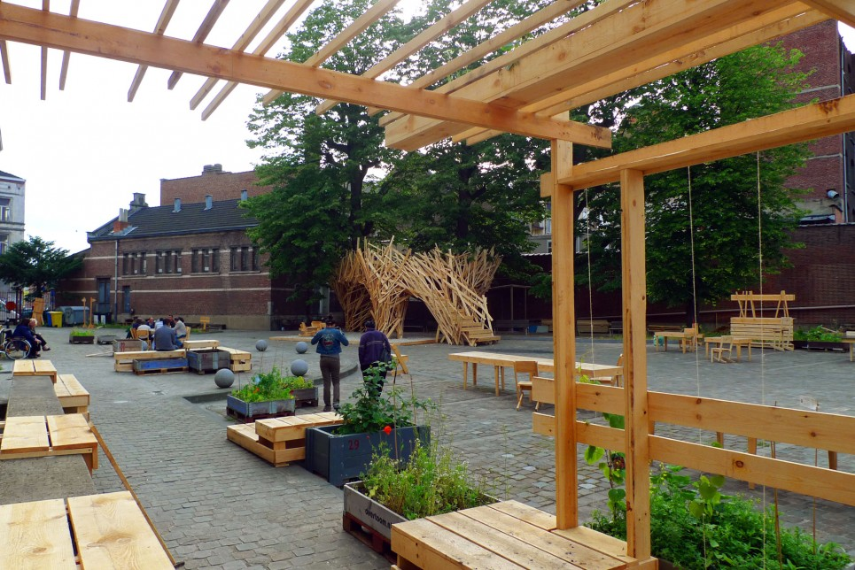 The Curo Garden is a suite of unfinished wood container gardens, gazebos, benches and tables as a social and practical temporary architectural space.