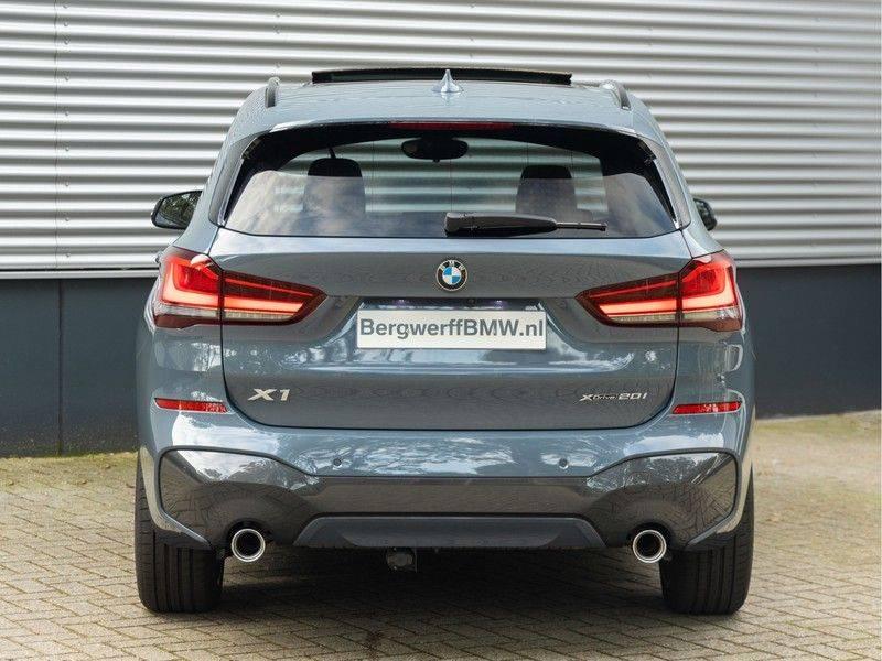 BMW X1 xDrive20i High Executive - Memoryzetel - Panorama - Trekhaak - Harman Kardon afbeelding 6