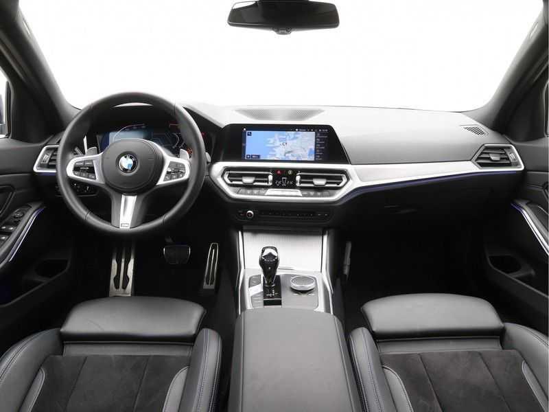 BMW 3 Serie 318i Executive Model M Sport afbeelding 9