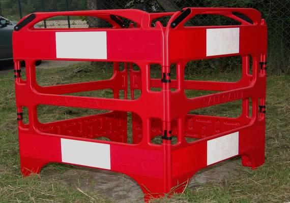 Safe gate traffic barrier