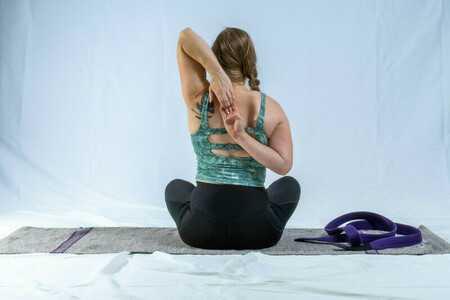 Sanfter Yoga Flow in die Woche