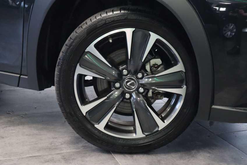 """Lexus UX 250h F Leder Navigatie Clima Cruise Camera Elektr. Klep 18""""LM *tot 24 maanden garantie (*vraag naar de voorwaarden) afbeelding 4"""