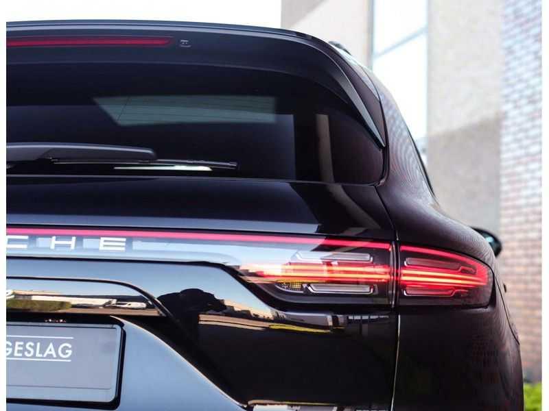 Porsche Cayenne 3.0 E-Hybrid *Pano*Chrono*ACC*PASM*HUD*Bose* afbeelding 9