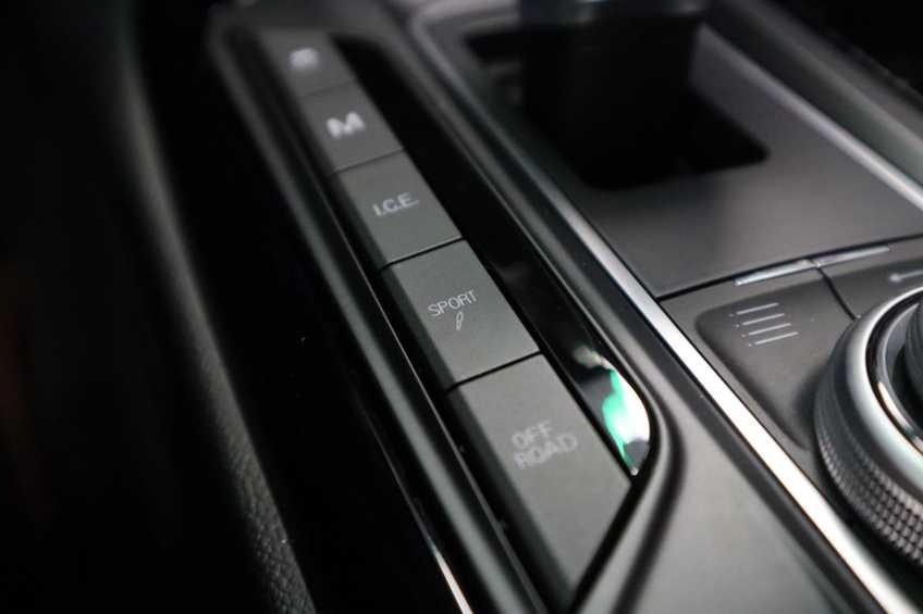 """Maserati Levante 3.0 V6 D AWD STARTECH UNIEK! Panoramadak Diamond Leder Xenon 21""""LM 275 PK! *tot 24 maanden garantie (*vraag naar de voorwaarden) afbeelding 9"""
