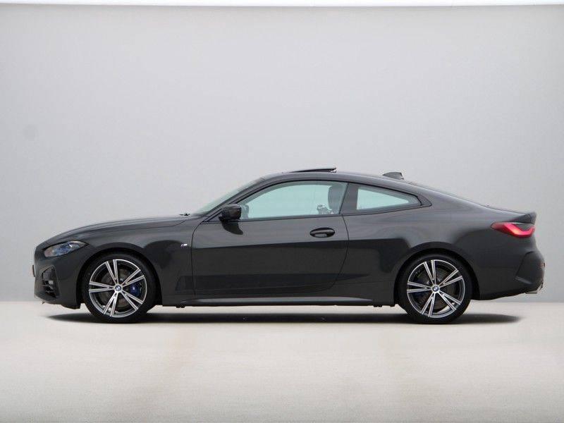 BMW 4 Serie 420i Coupé High Exe M-Sport Aut. afbeelding 12