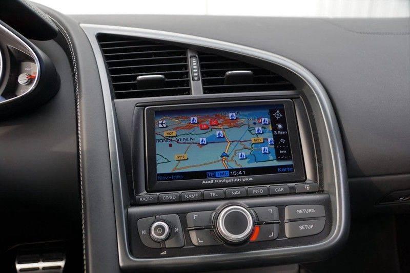 Audi R8 4.2 V8 FSI / 49dkm NAP / 1e eigenaar / B&O / R-Tronic / Orgineel Nederlands! / Navigatie afbeelding 11