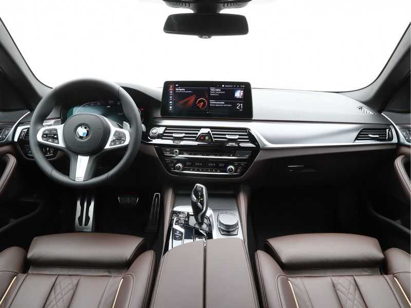 BMW 5 Serie 530i High Exe M-Sport afbeelding 12