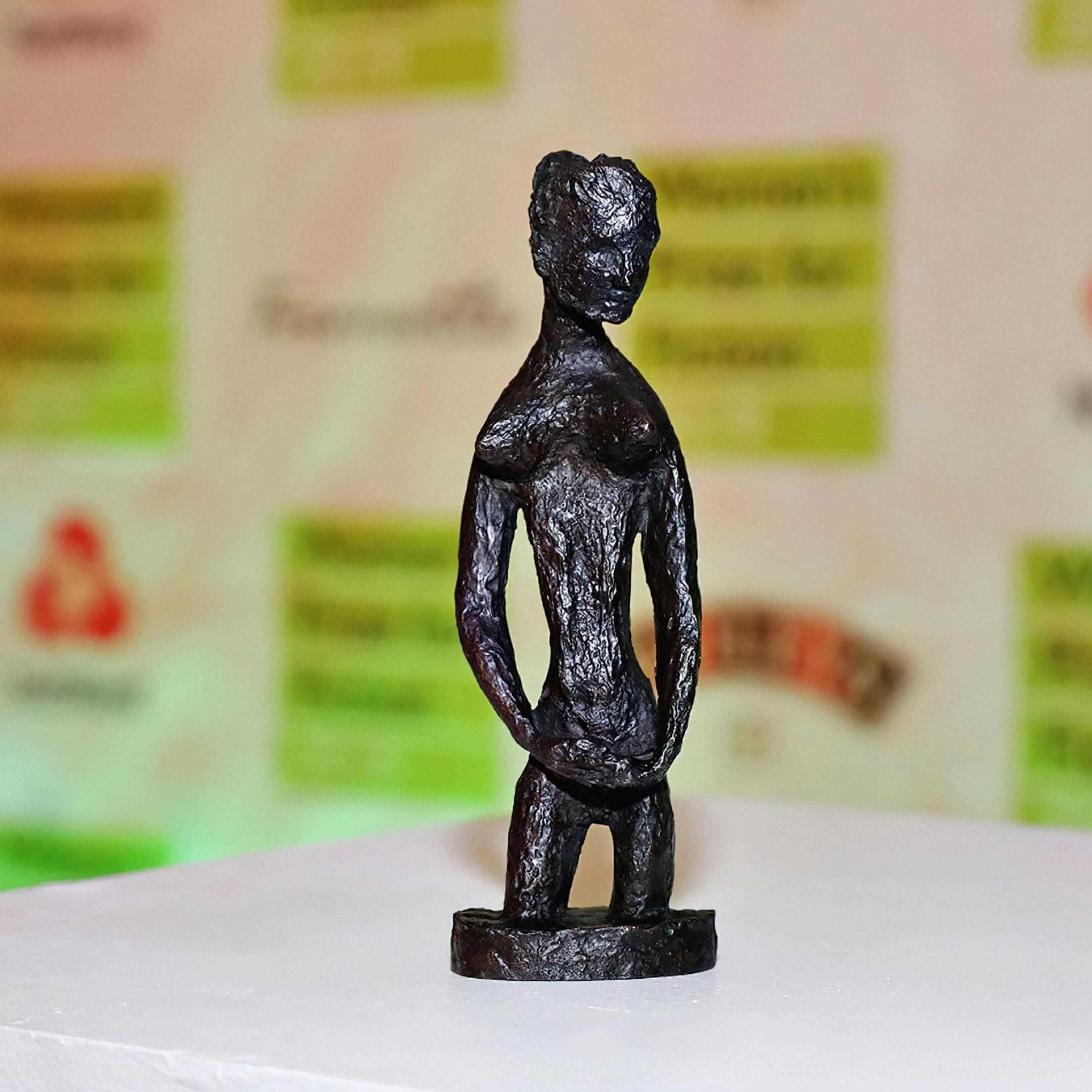 Статуэтка, которую вручают победительницам премии Women's Prize for Fiction. Источник: booksthatmatter.co.uk