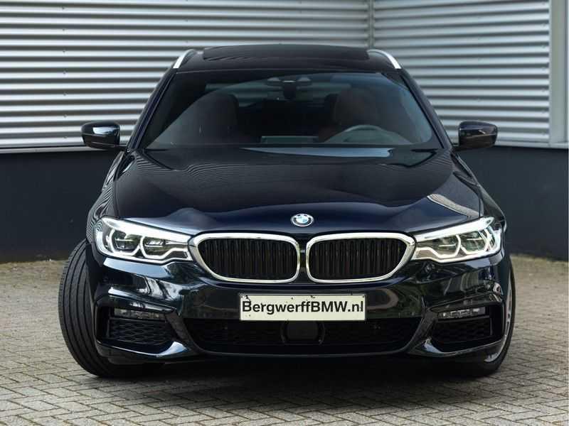BMW 5 Serie Touring 530i xDrive M-Sport - Individual Leder - Trekhaak - Stoelventilatie afbeelding 6