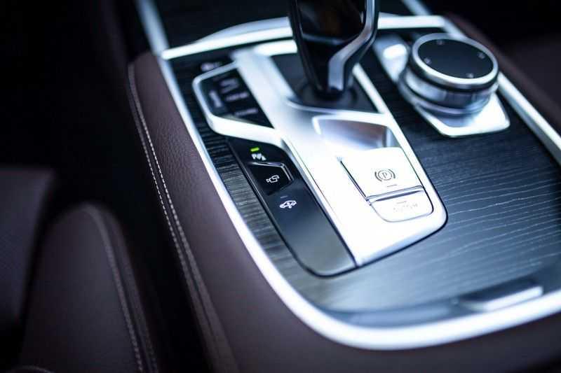 BMW 7 Serie 740d xDrive *Schuifdak / H&K / Memory / LED / ACC / Stoelventilatie* afbeelding 20