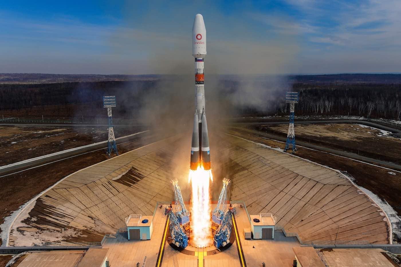 Imaginea 1: Racheta Soyuz-2.1b, lansând 36 de sateliți OneWeb, de la cosmodromul Vostochny