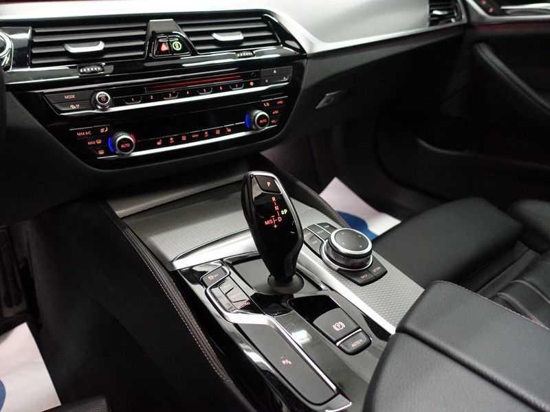 BMW 5 Serie Touring 520i High Exe 210pk M- Perfomance Powerkit- Pano, Leer, Full afbeelding 17