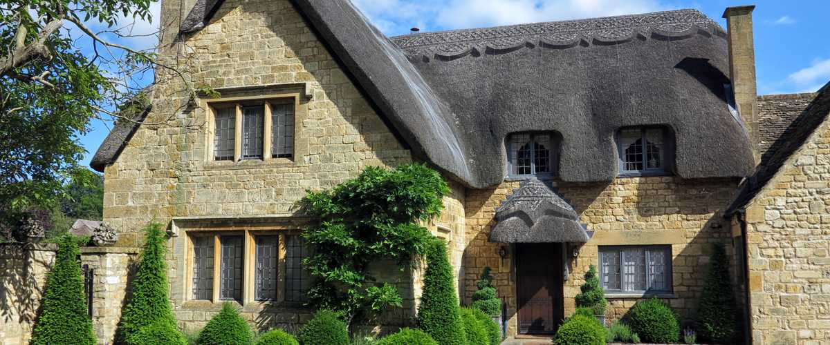 Thatched cottage Oxfordshire