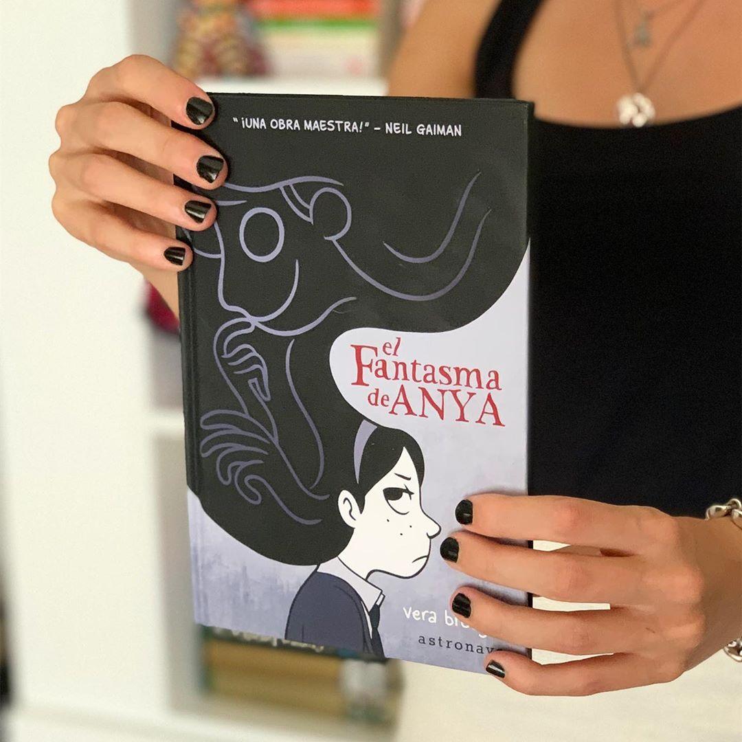 """Imagen de Reseña de """"El fantasma de Anya"""", de Vera Brosgol"""