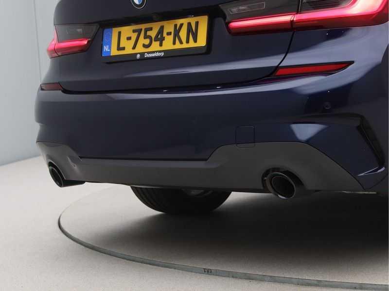 BMW 3 Serie 320i Exe M-Sport Aut. afbeelding 14
