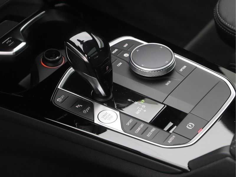 BMW 2 Serie Gran Coupé 220i High Executive Luxury Line Automaat afbeelding 15