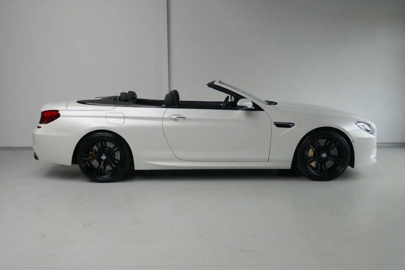 BMW 6 Serie Cabrio M6 Ceramic brakes - Akrapovic - B&O afbeelding 8