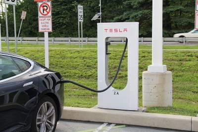 Telsa Model S charging at Delaware Welcome Center, thanks to Wikipedia.org