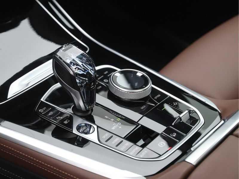 BMW X5 xDrive 45e High Executive M-Sport Automaat afbeelding 17