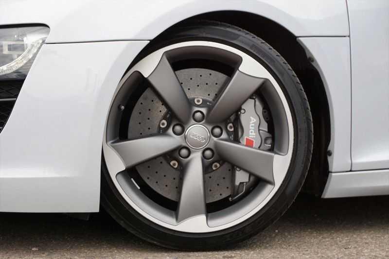 Audi R8 Spyder 5.2 V10 FSI / Akrapovic / Carbon Pack / B & O / Ceramic / Camera / Audi Exclusive / Cruise afbeelding 5