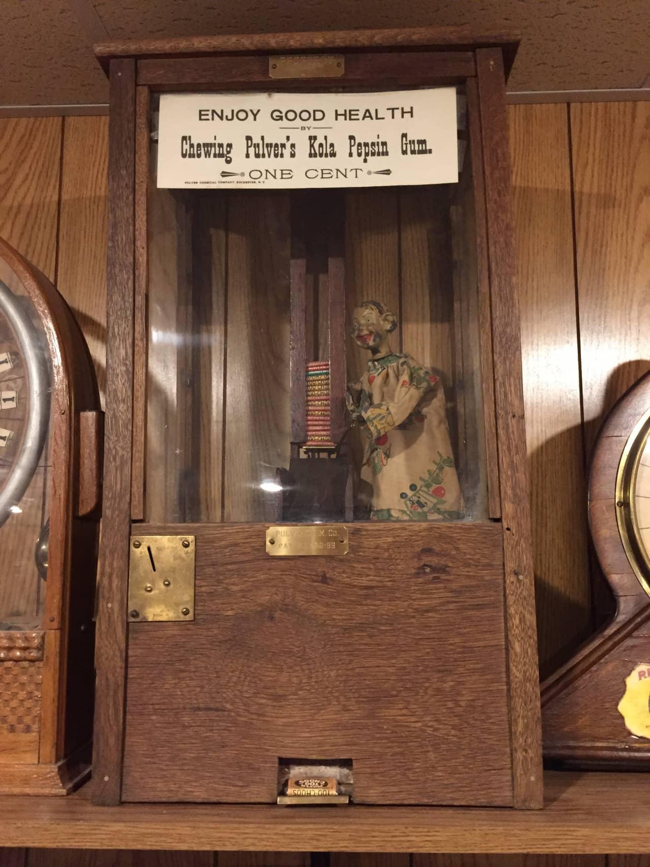 Early Wooden Pulver 1c Gum Vendor