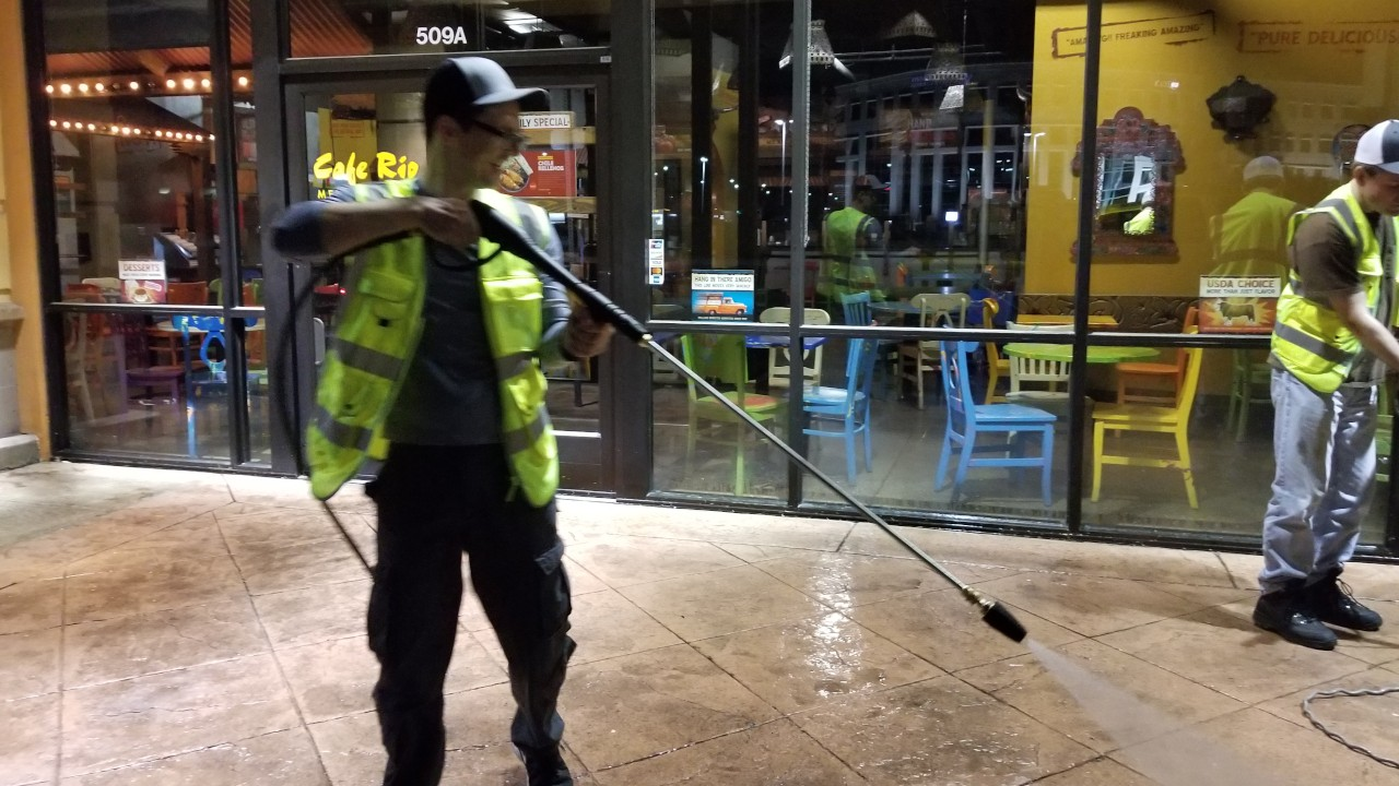 pressure-washing-cafe-rio-storefront-and-siding--cleaning-04