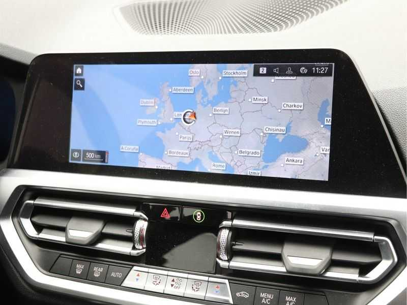 BMW 3 Serie Touring 330i Executive Edition afbeelding 15