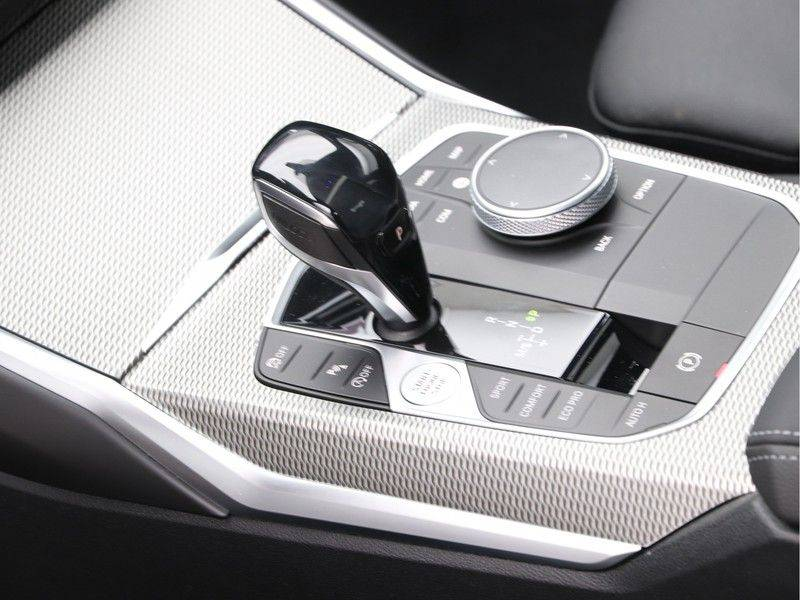 BMW 3 Serie 320i High Executive Model M Sport afbeelding 15