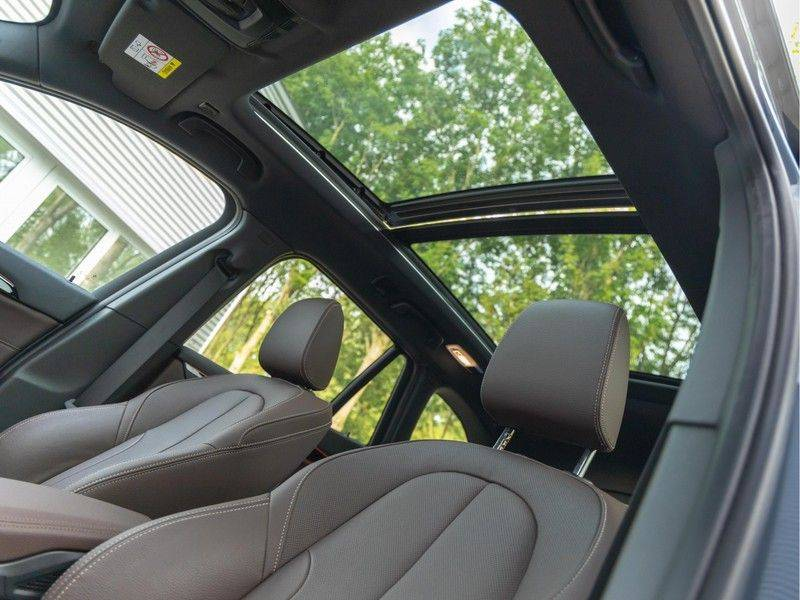 BMW X1 xDrive20i High Executive - Memoryzetel - Panorama - Trekhaak - Harman Kardon afbeelding 4