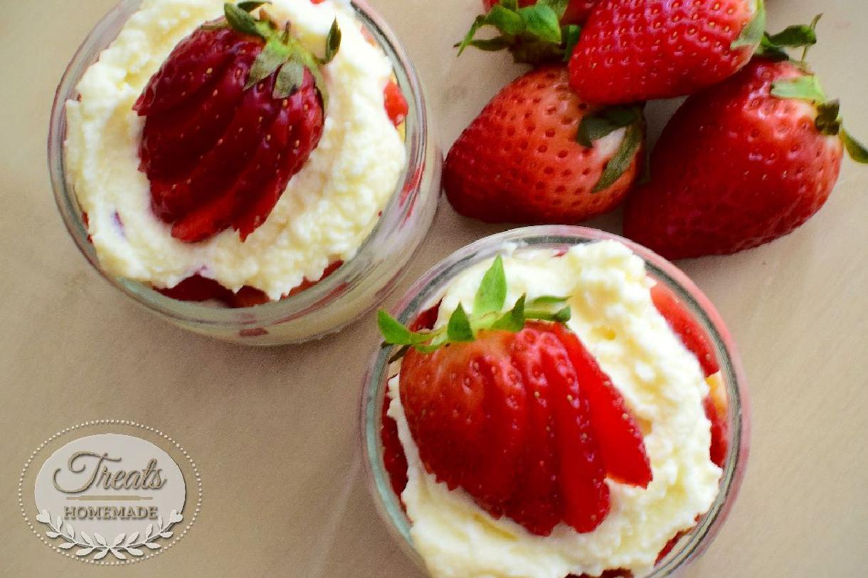 Strawberries and mascarpone cream glasses