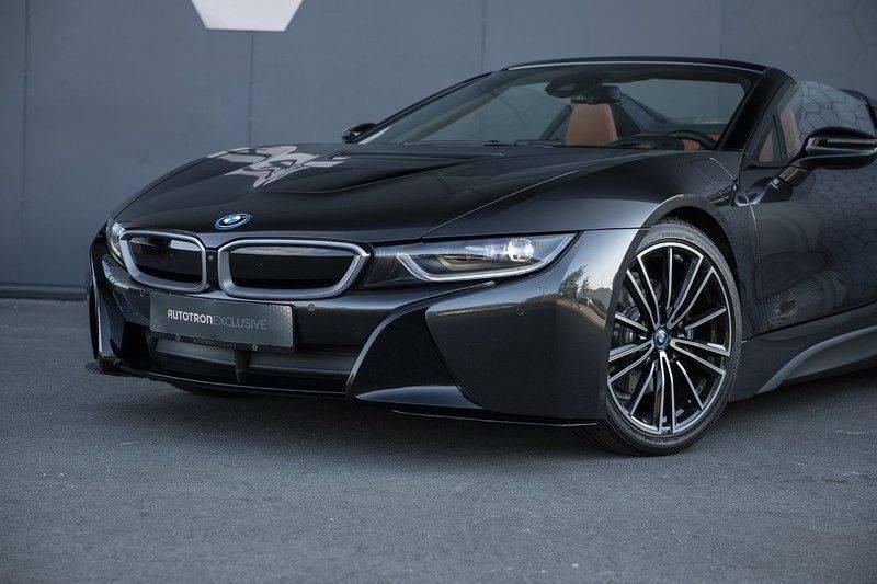 BMW i8 Roadster Dry Carbon, Carbon interieur afwerking, Accaro fijn nappa leder, Progressive package , Laser LED Koplampen afbeelding 11