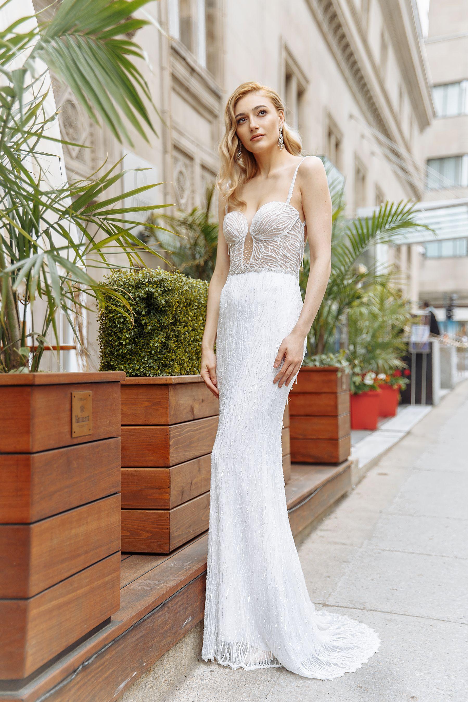 robe en tissu brillant evasee montreal lilia haute couture