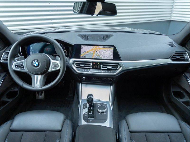 BMW 3 Serie Touring 330e xDrive M-Sport - Panorama - Active Cruise - Harman Kardon - Camera afbeelding 13