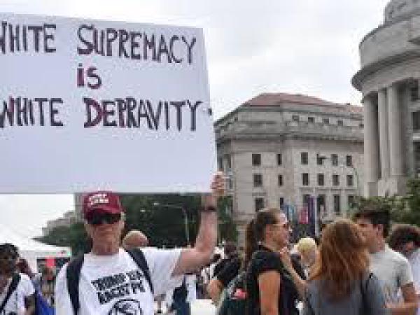 백악관 앞서 '백인우월' 집회…맞불시위도 동시에 열려