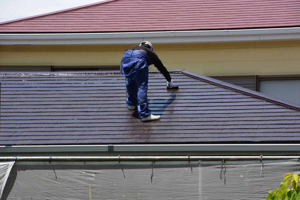 Vetting your roofer working on roof