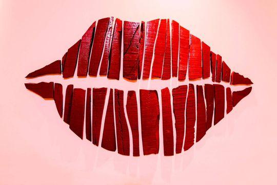 16 interesantes tipos de besos y sus características - Featured image