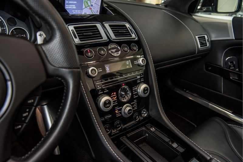Aston Martin DBS Volante 6.0 V12 Black Carbon Edition afbeelding 25