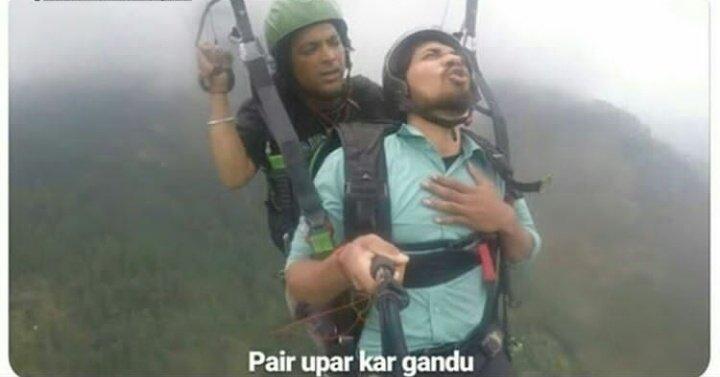 Paragliding Video Pair Upar Kar Gaandu