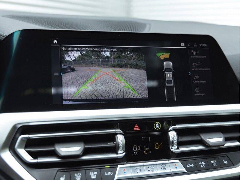 BMW 3 Serie 330e M-Sport - Individual - Dak - ACC - Harman Kardon - Trekhaak afbeelding 24