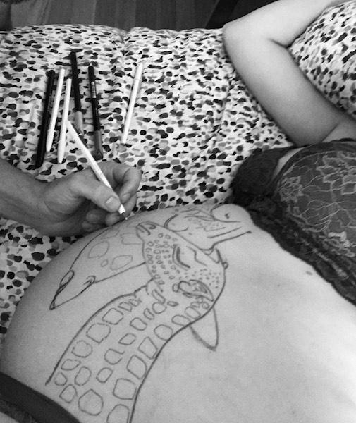 pintura-barriga-embarazada-jirafas