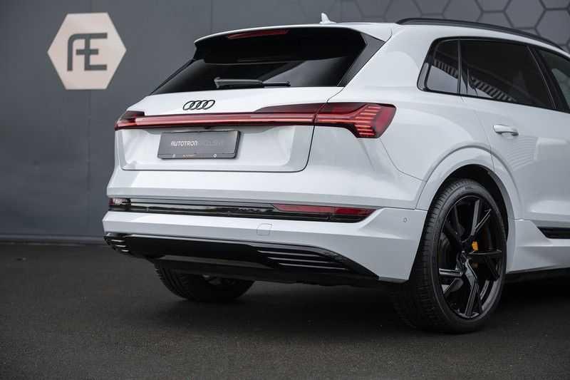 "Audi e-tron e-tron 55 quattro advanced Pro Line S 4% bijtelling!! DEC. 2018!! € 146,- netto bijtelling pm! Head-up + B&O etc. Tot januari 2024 4% bijtelling!! Prijs inclusief 22"" velgen afbeelding 13"