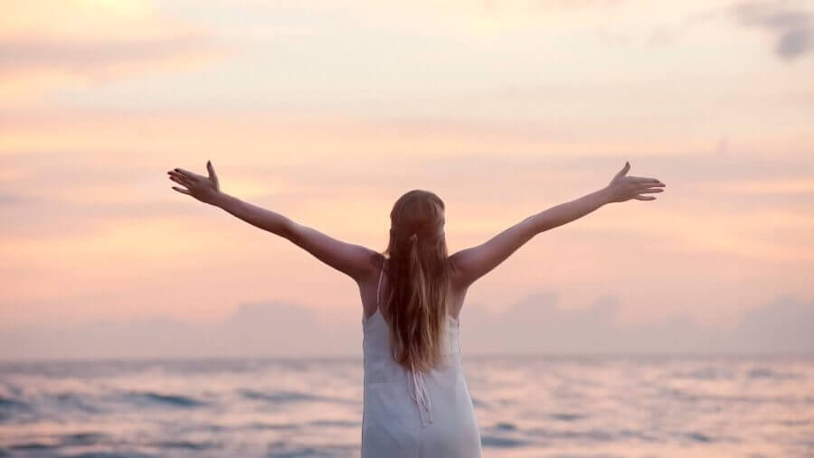 Femme sur la plage